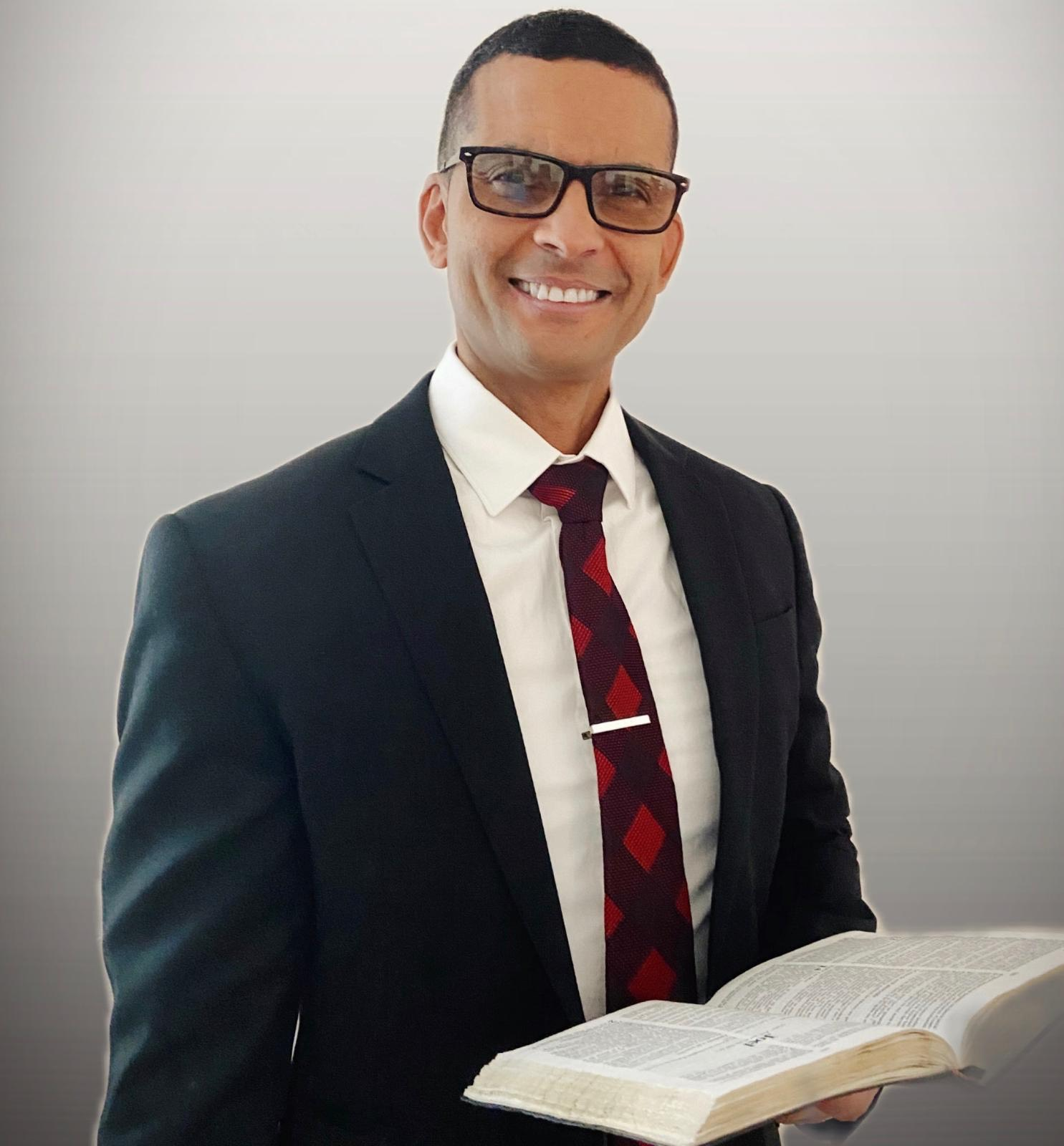Pr. Roger Hernández